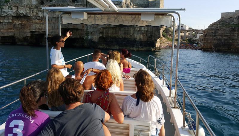 Escursione in barca alle grotte marine